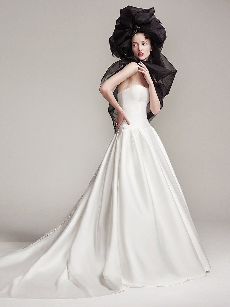 Picture-Perfect Veils for Your Vintage Wedding Dress - Prestyn by Sottero and Midgley for a 90s Americana style wedding