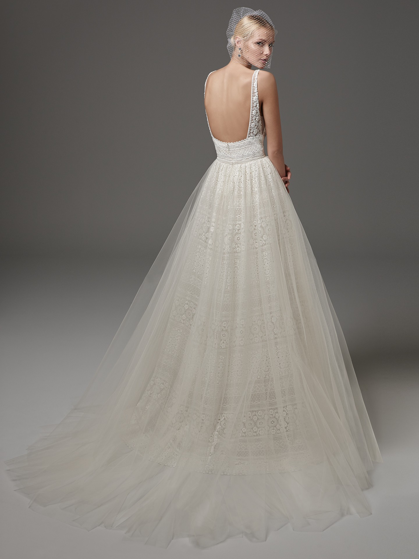 6 Best Wedding Dresses for a Rustic Wedding - Evan wedding dress by Sottero and Midgley